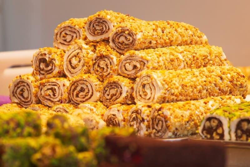 Tradycyjni Tureckiego zachwyta cukierki, herbaty, wysuszone owoc, dokrętki przy pikantnością Wprowadzać na rynek w Istanbuł, Turc obraz royalty free