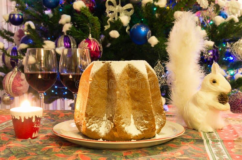 Tradycyjni Włoscy boże narodzenia Tortowy Pandoro zdjęcia stock