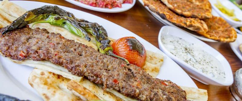 Tradycyjni Wyśmienicie Tureccy foods; Adana kebab, sis kebab zdjęcie stock