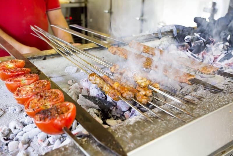 Tradycyjni Wy?mienicie Tureccy foods; Adana Kebab, Piec na grillu mi?so obraz royalty free