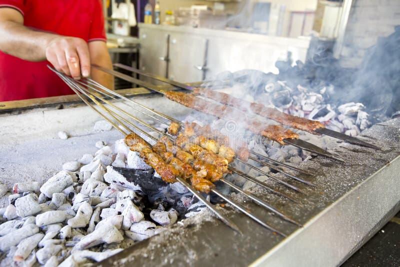 Tradycyjni Wy?mienicie Tureccy foods; Adana Kebab, Piec na grillu mi?so obrazy stock