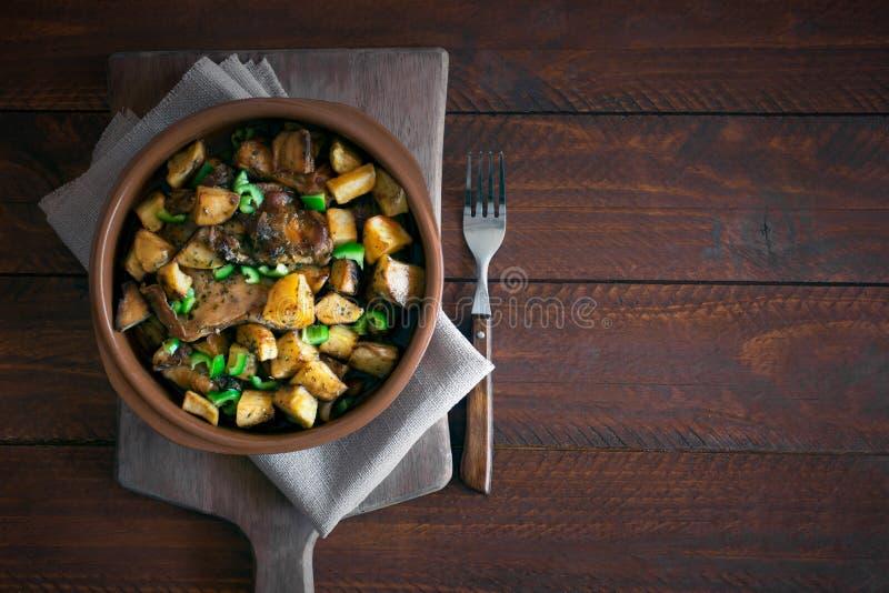 Tradycyjny Azjatycki Tatar naczynie Stewed grule z baraniną i warzywami zdjęcie royalty free