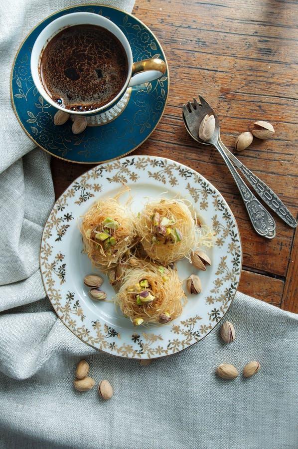 Tradycyjny Bliskowschodni deserowy baklava obrazy stock