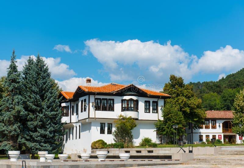 Tradycyjny Bułgarski drewniany dwór fotografia stock