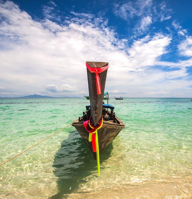 Tradycyjny długi ogon łódkowaty Tajlandia w turkusie nawadnia Andaman morze zdjęcie royalty free