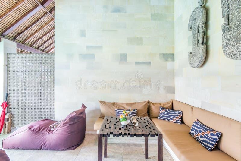 Tradycyjny design i super czysty salon mieszkalny zdjęcie royalty free