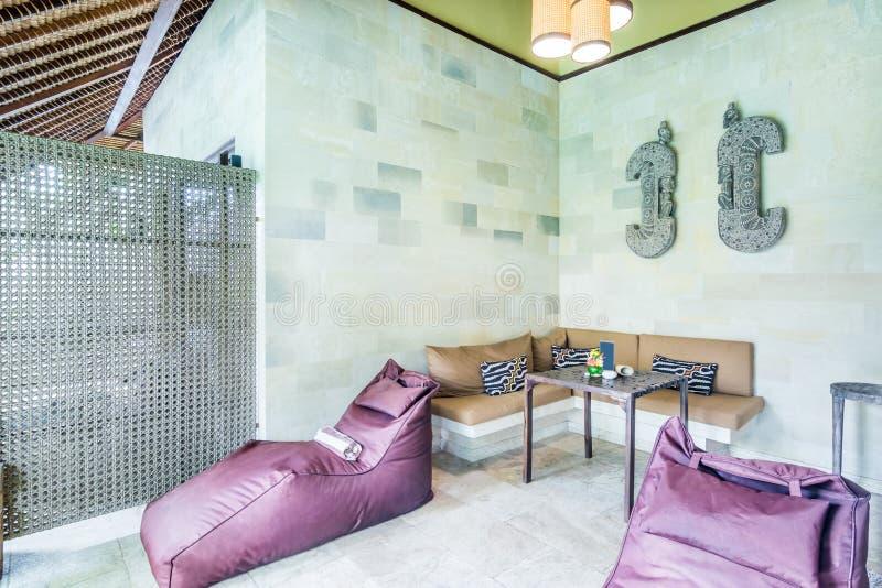 Tradycyjny design i super czysty salon mieszkalny zdjęcie stock