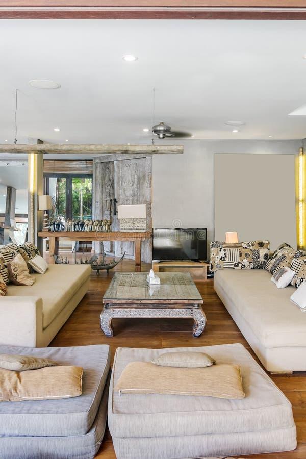 Tradycyjny design i super czysty salon mieszkalny fotografia royalty free