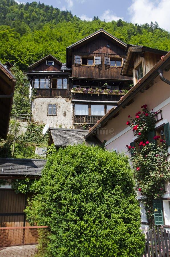 Tradycyjny dom na alps falezie obraz royalty free