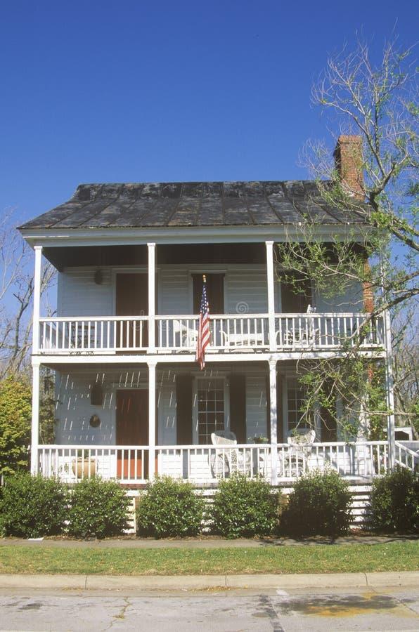 Tradycyjny dwupiętrowy dom obrazy stock