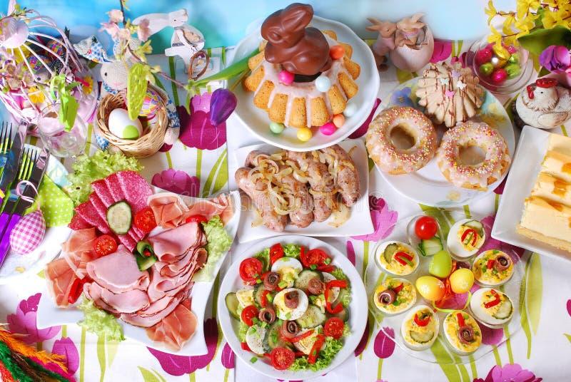 Download Tradycyjny Easter śniadanie Na świątecznym Stole Zdjęcie Stock - Obraz złożonej z wyśmienicie, mięso: 65225472
