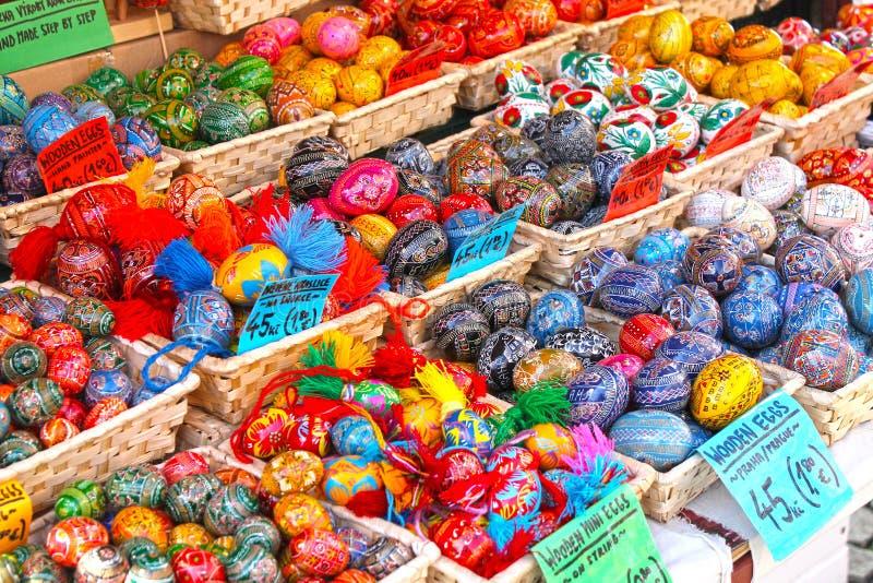 Tradycyjny europejczyka Easter rynek Handmade kolorowi Easter jajka fotografia royalty free