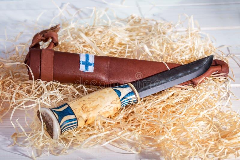 Tradycyjny Fiński Pasowy Nożowy Puukko Z Wyginać się Ciie Edg obrazy stock