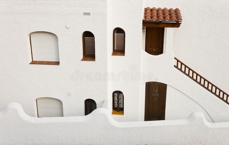 Tradycyjny Hiszpański śródziemnomorski budynek w Roc De Sant Gaieta zdjęcie royalty free