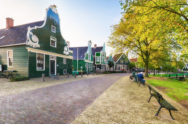 Tradycyjny Holenderski stary domowy budynek w Zaanse Schans - muzeum v zdjęcia royalty free
