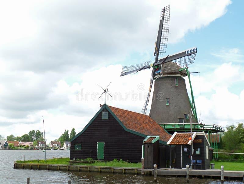 Tradycyjny Holenderski wiatraczek w holandiach zdjęcia stock