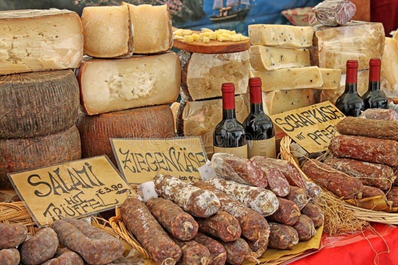 Tradycyjny jedzenie rynek przy Niemcy obrazy stock
