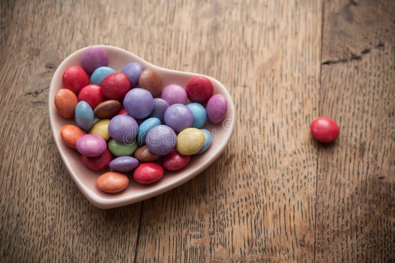 Tradycyjny kolorowy cukierek z sercem dla valentine d zdjęcia royalty free
