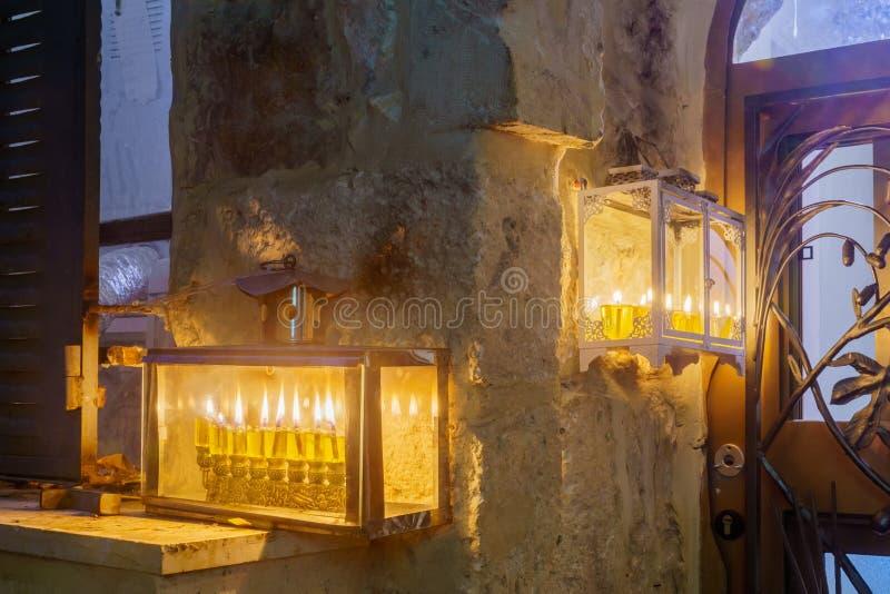 Tradycyjny Menorahs z oliwa z oliwek świeczkami, Żydowska ćwiartka, Jerozolima fotografia stock