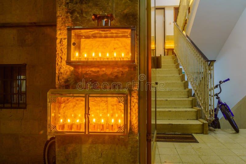 Tradycyjny Menorahs z oliwa z oliwek świeczkami, Żydowska ćwiartka, Jerozolima zdjęcie stock