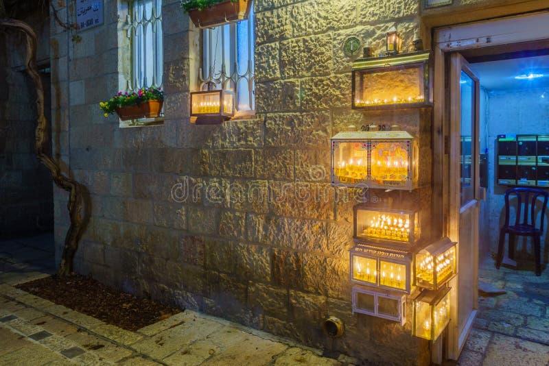 Tradycyjny Menorahs z oliwa z oliwek świeczkami, Żydowska ćwiartka, Jerozolima zdjęcia stock