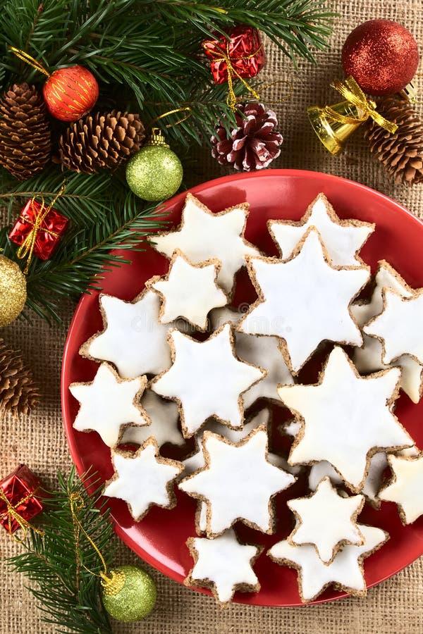 Tradycyjny niemiec Zimtsterne cynamon Gra główna rolę Bożenarodzeniowych ciastka obraz stock