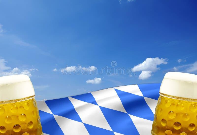 Tradycyjny niemiecki bavarian festiwal Oktoberfest z precli, piwa i miodownika sercem, zdjęcia royalty free