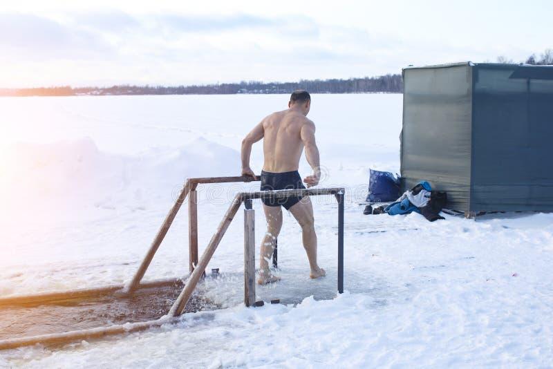 Tradycyjny objawienia pańskiego kąpanie w dziurze w Rosja obraz stock