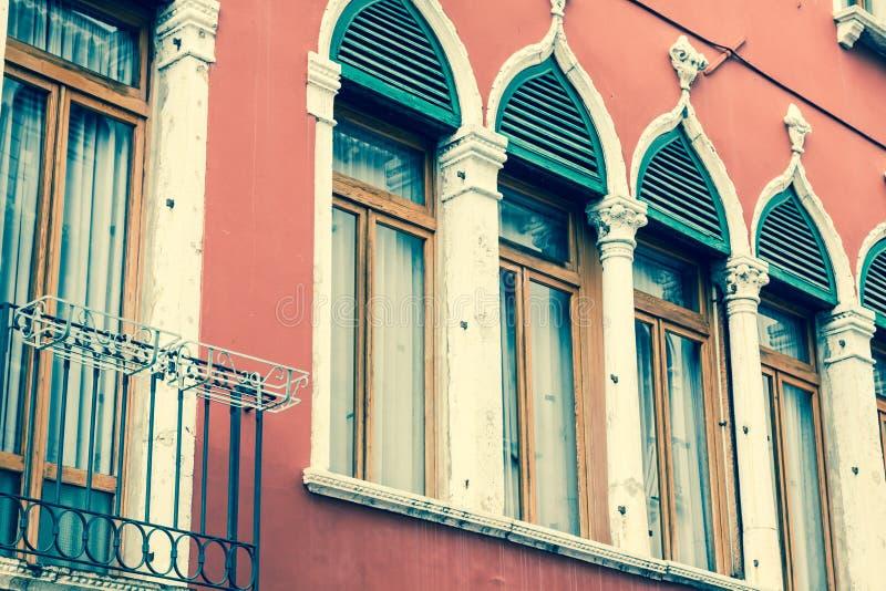 Tradycyjny okno typowy stary Wenecja budynek zdjęcie stock