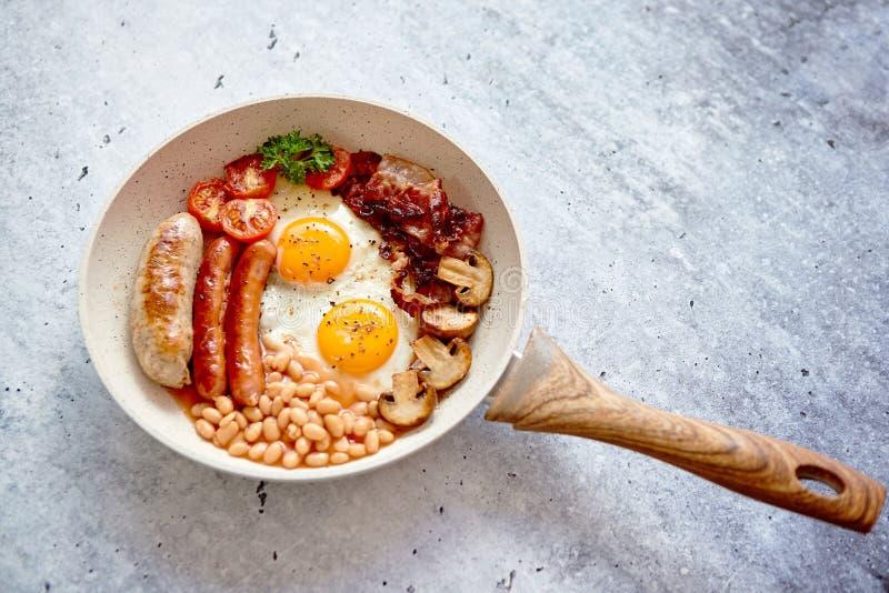 Tradycyjny Pełny Angielski śniadanie na smażyć nieckę zdjęcie stock
