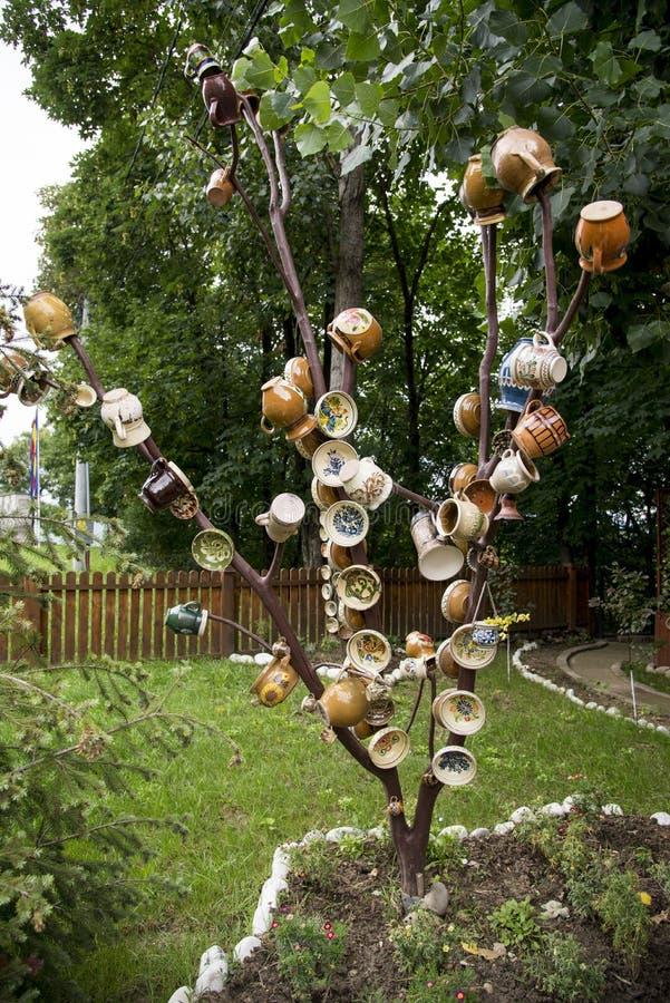 Tradycyjny Rumuński earthenware garncarstwo w Buzau, Rumunia - fotografia royalty free