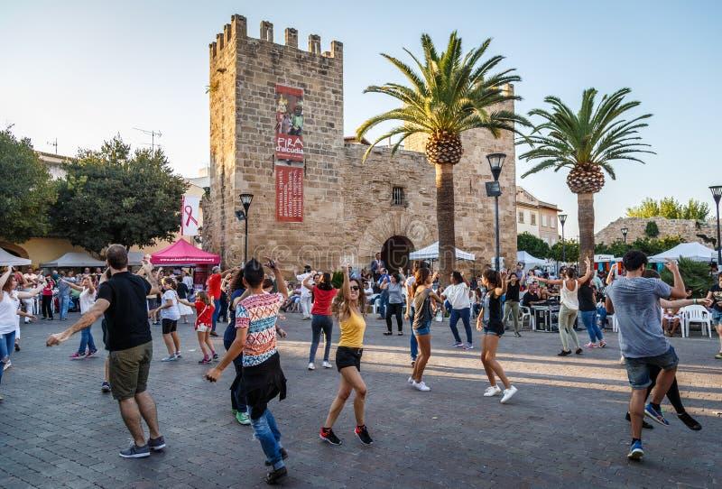 Tradycyjny taniec Balowy De Larwa w Alcudia, Mallorca obraz stock
