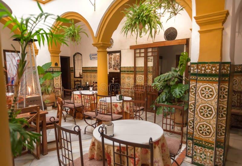 Tradycyjny tapas bar, restauracja z płytkami na ścianach wintage andalusian i dekoracji lub obrazy royalty free