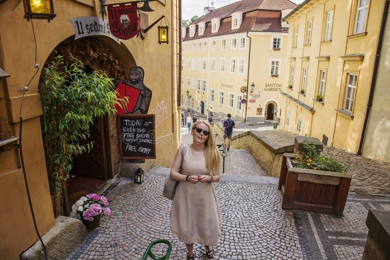tradycyjny turystyczny restauraci U sedmi svabu w Praga dziejowym centrum obrazy royalty free