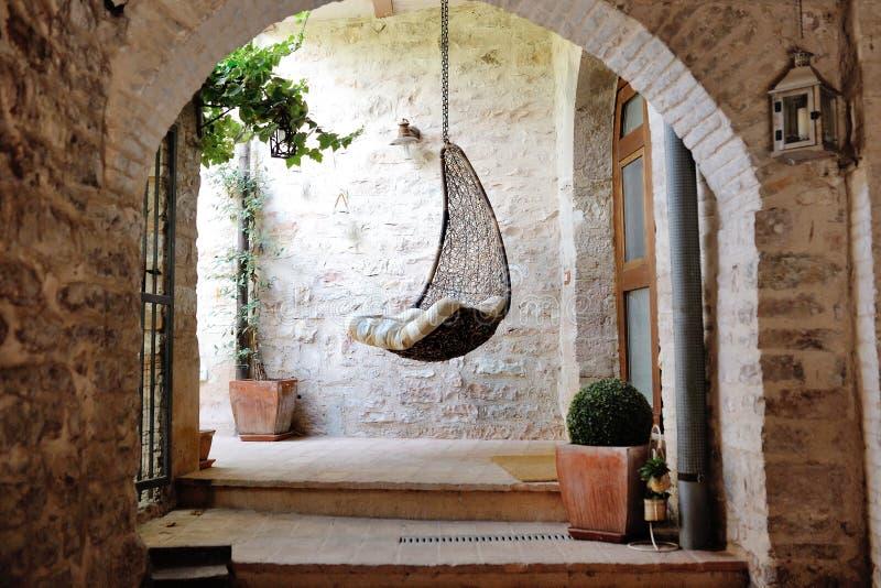 Tradycyjny włoski średniowieczny historyczny patio piękny mały zdjęcie stock