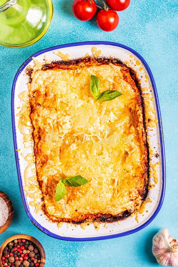 Tradycyjny włoski lasagna z warzywami, minced mięsem i serem, obraz royalty free