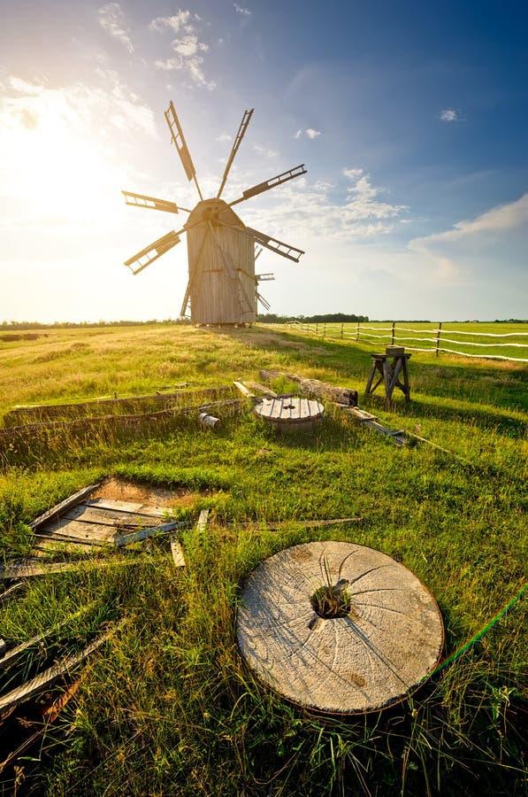 Tradycyjny wiatraczek na wsi zdjęcie stock