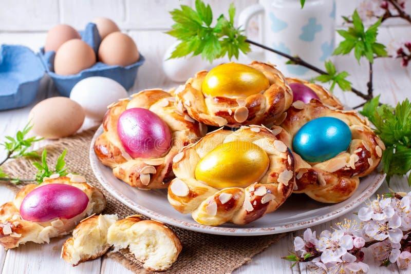 Tradycyjny Wielkanocny chleb z jajkiem obrazy royalty free