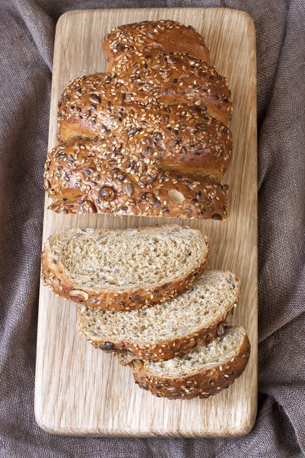 Download Tradycyjny żyto chleb obraz stock. Obraz złożonej z worek - 53775917