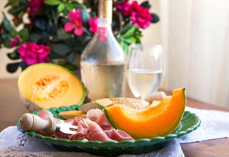 tradycyjny zakąski prosciutto włoski melonowy obraz royalty free