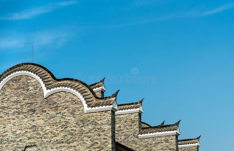 Tradycyjnych chińskie okapy pod niebieskim niebem obraz stock