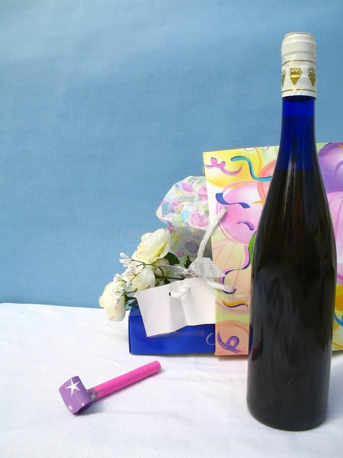 Download Traer el vino al partido imagen de archivo. Imagen de ocasión - 177493
