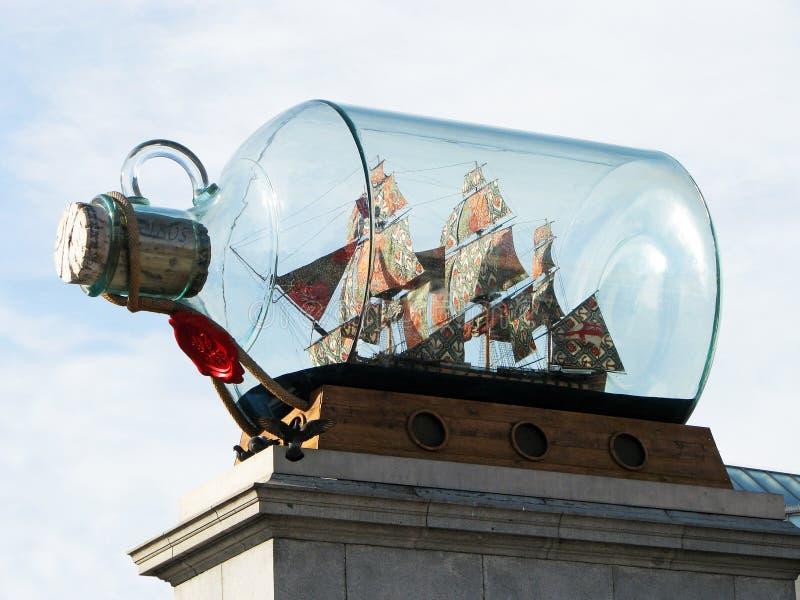 trafalgar fyrkant för flasklondon ship royaltyfri fotografi