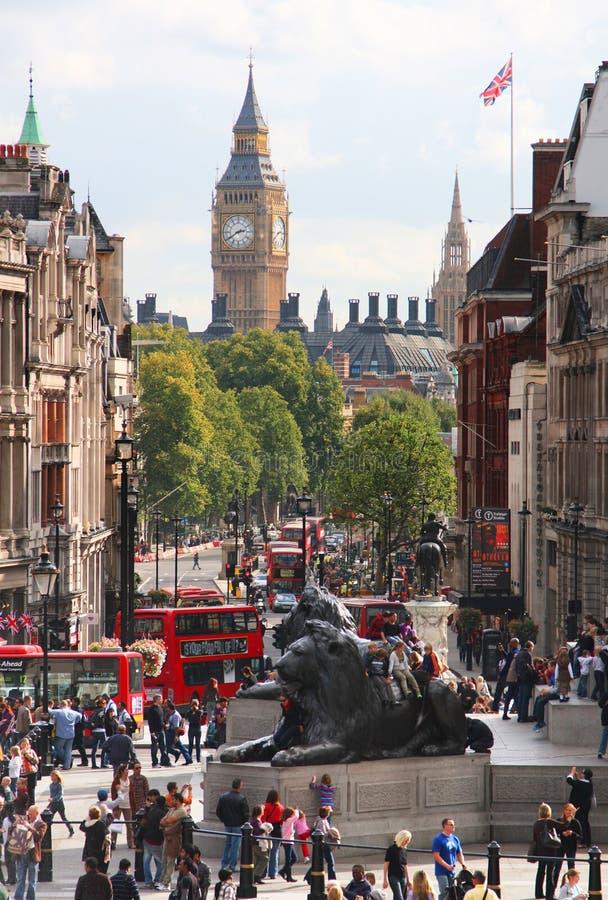 Trafalgar fyrkant och Big Ben i London fotografering för bildbyråer