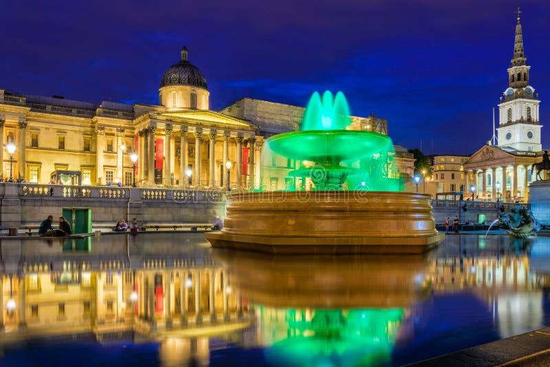 Trafalgar kwadrat i national gallery fotografia stock
