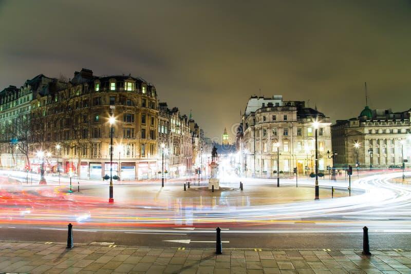 Trafalgar Square alla notte a Londra fotografia stock libera da diritti