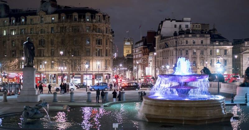 Trafalgar Square la nuit Londres R-U photo libre de droits