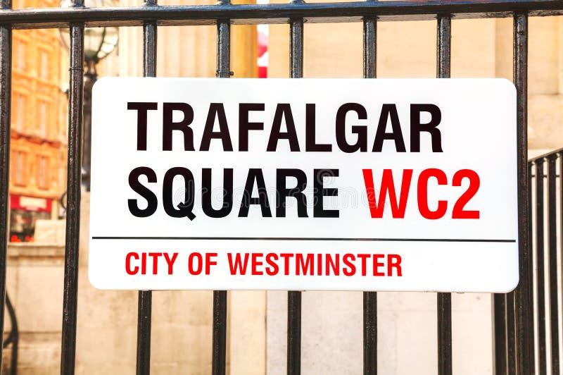 Trafalgar Square -teken in stad van Westminster stock afbeeldingen