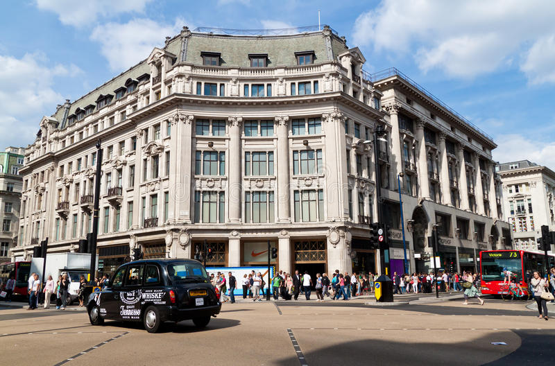 Download Traffic in Oxford Circus editorial stock image. Image of busy - 15133844