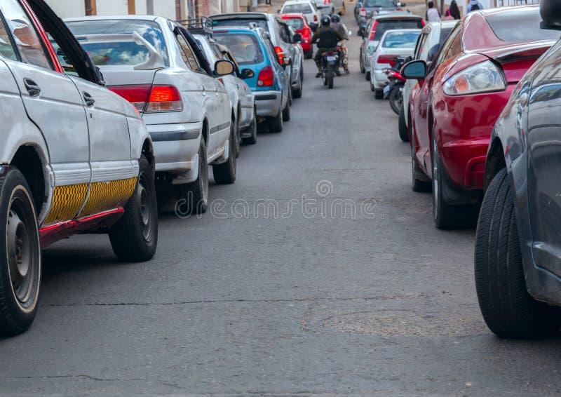 traffic Zakończenie widok samochody Ja iść sposób pośrodku obrazy stock